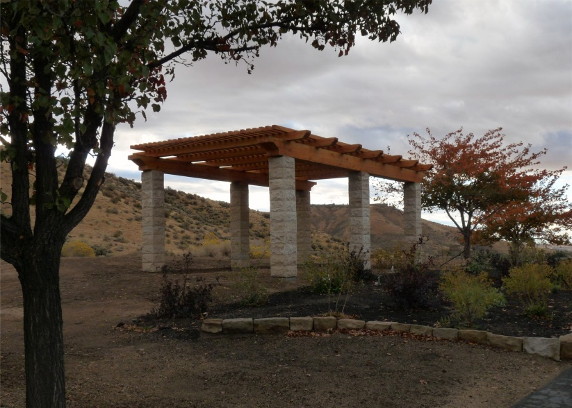 Just finished this pergola-010copy.jpg