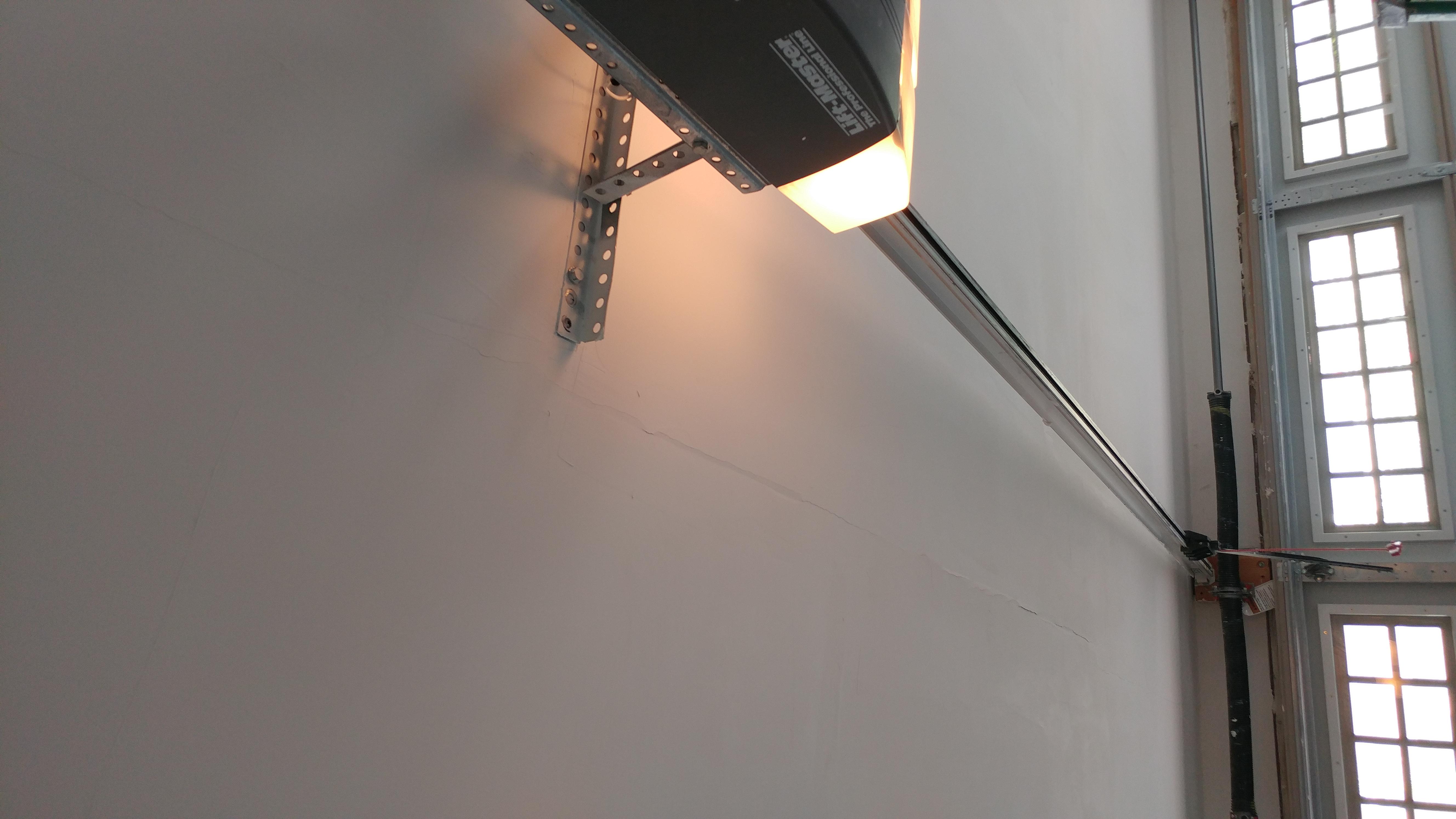 Drywall Cracks, installed yesterday-0307180905_1520438780397.jpg