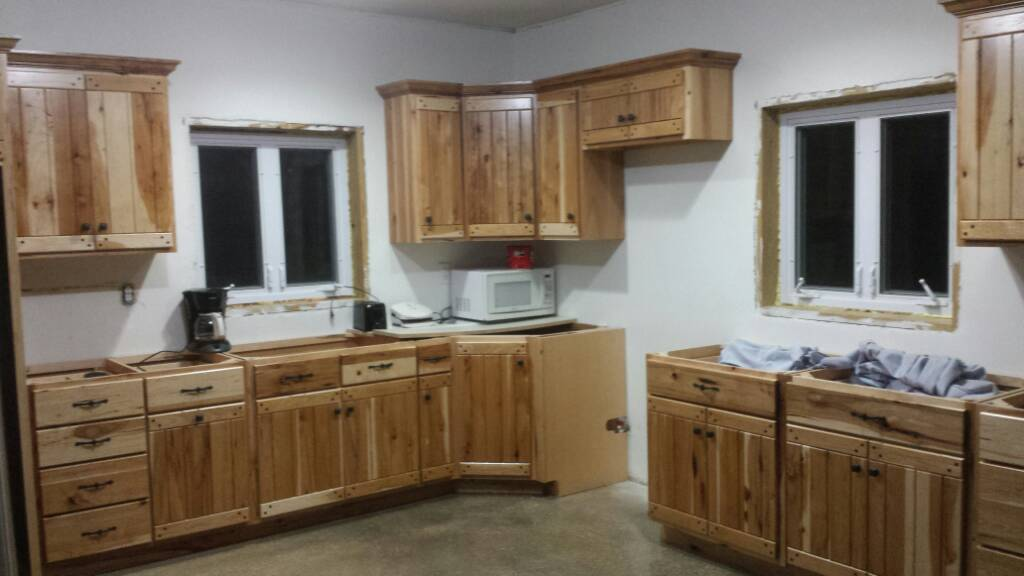 Charmant Knotty Pine Versus Hickory Cabinets And Trim 1474033597656