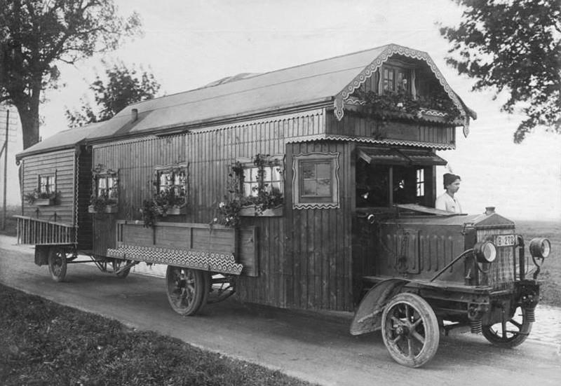 Is the tiny homes craze over?-1920s-tiny-house.jpg