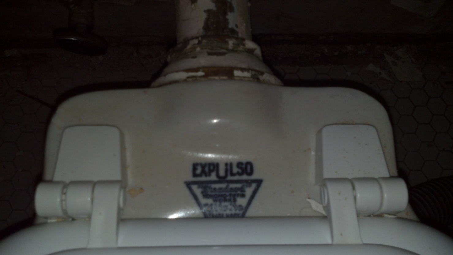 """Old """"Expulso"""" Toilet, never run into one quite like this before.-2012-05-01_16-23-34_45.jpg"""