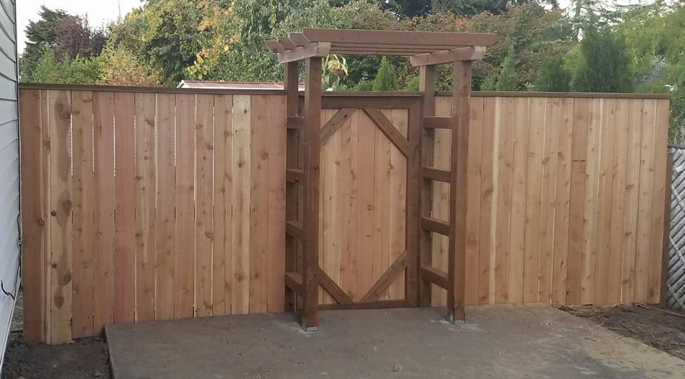How to build a gate when fence has a 2x6 cap-22281601_10212415812564698_5989249123975955029_n.jpg