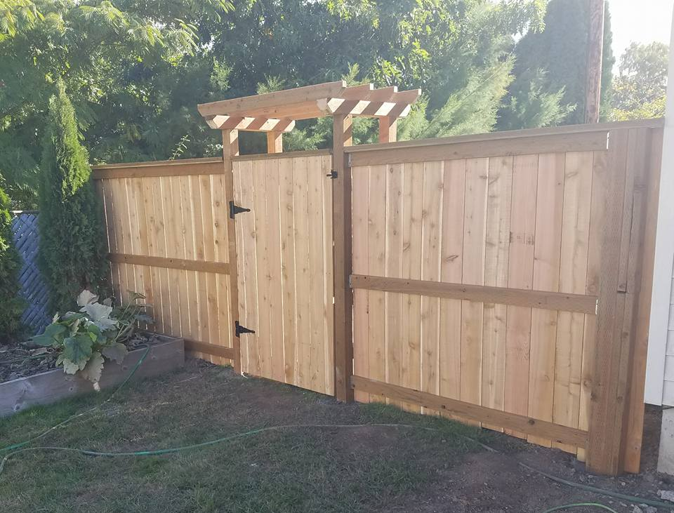 How to build a gate when fence has a 2x6 cap-22365279_10212415810804654_6993602649802824118_n.jpg