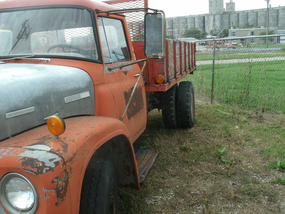 Good old fashioned Cars and trucks-64-ih.jpg