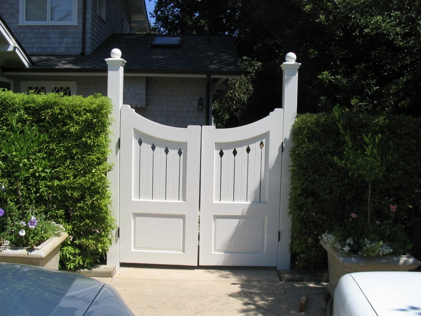 Gate vs stucco house-bestwick001.jpg