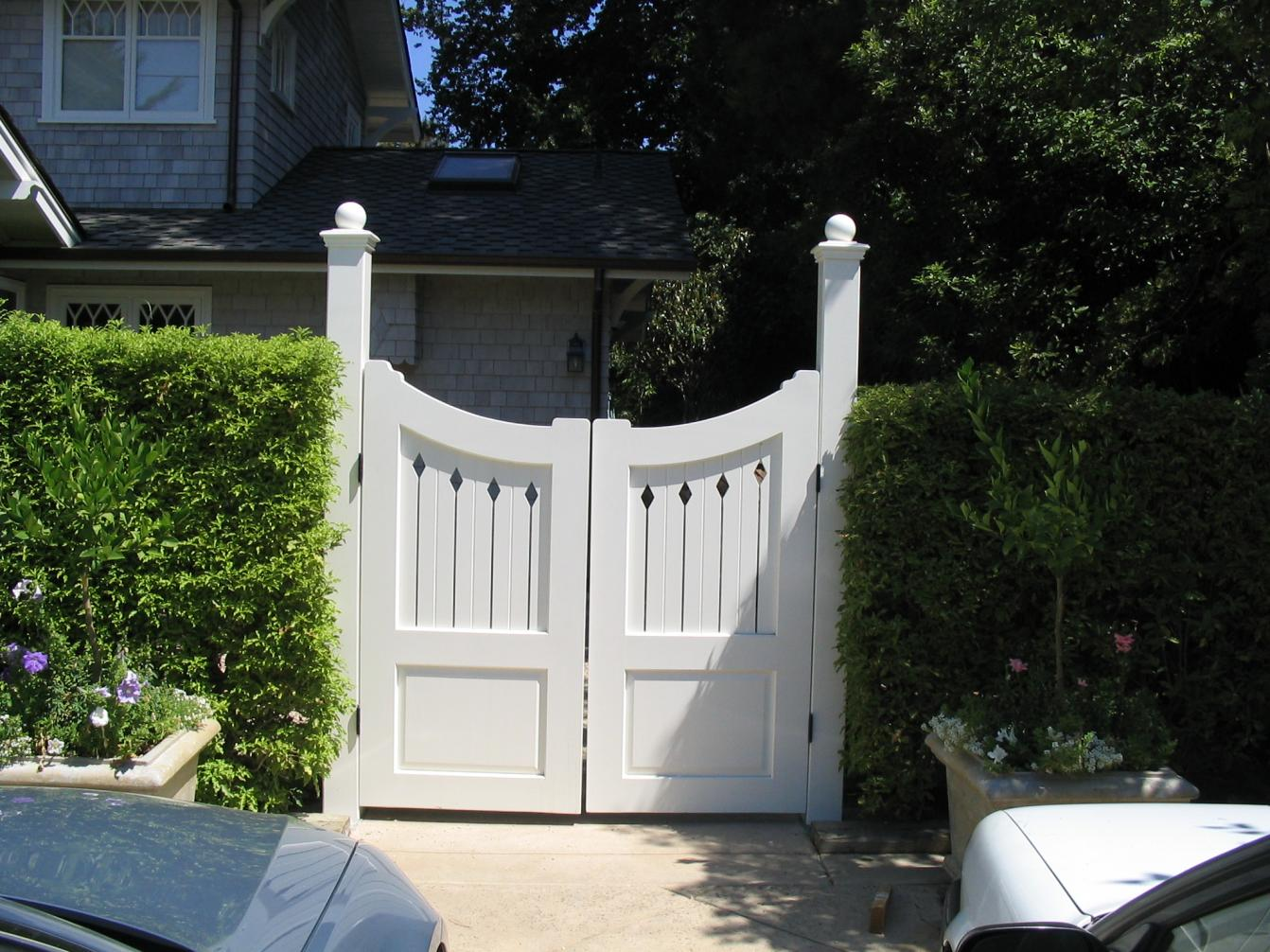 Pictures of Wood Driveway Gate Designs