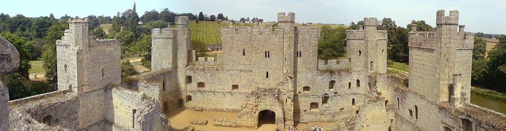 13th c Castle-bodiam_interior.jpg