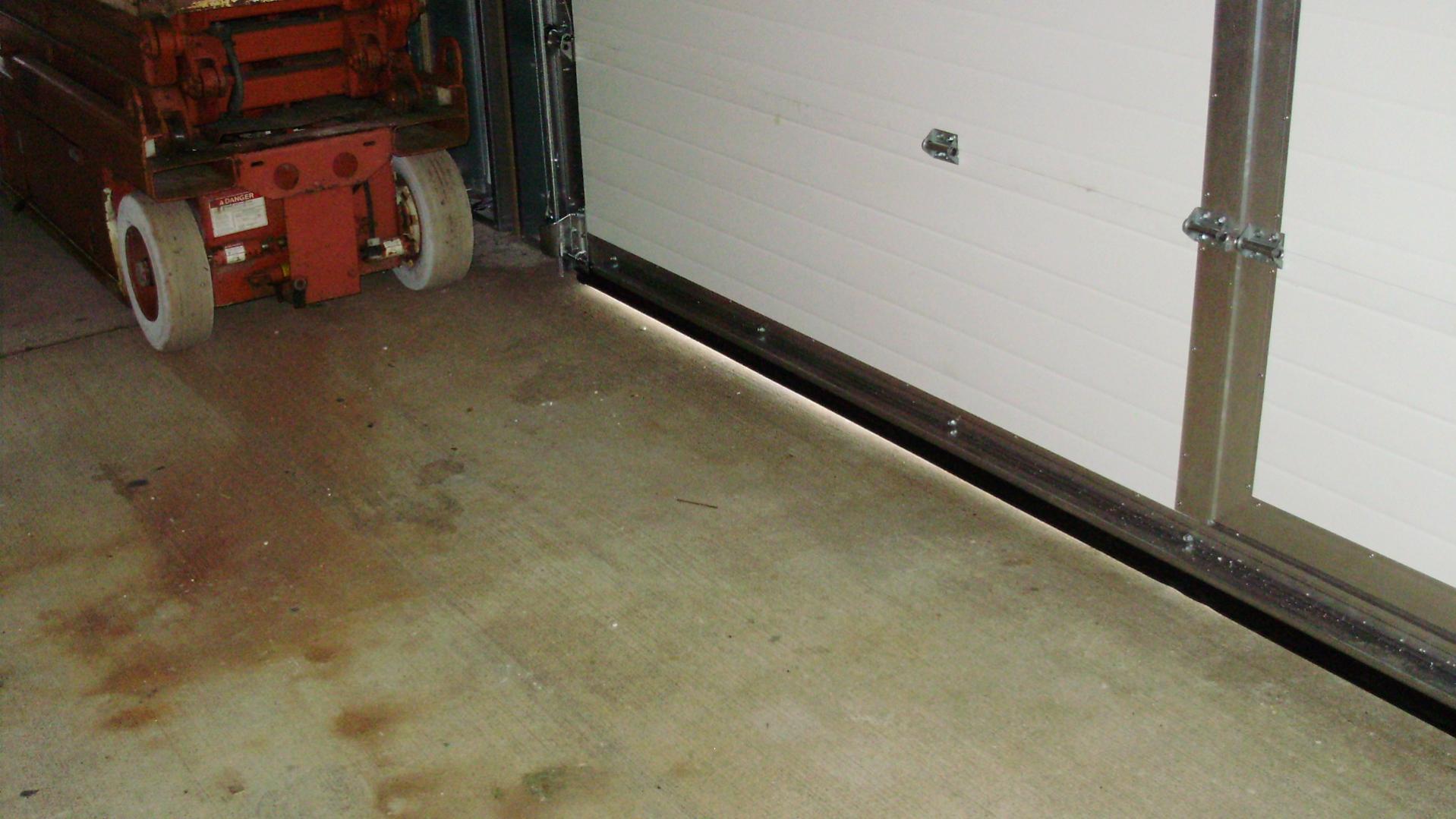 Door sweeps frost king 36 in interior door sweep sc 1 Commercial door sweeps for exterior doors