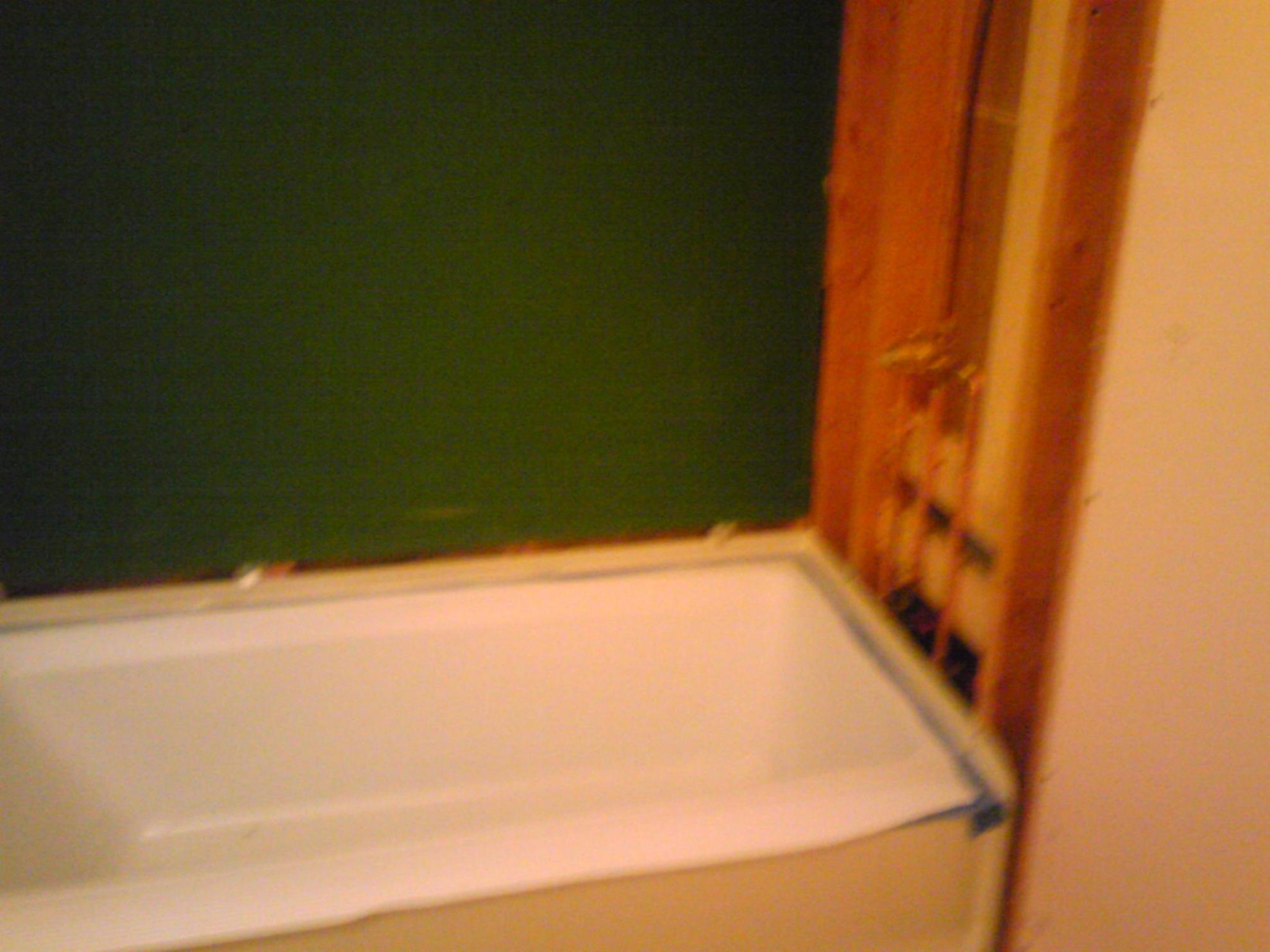 tiling walls on a tub-day-job-pics-003.jpg