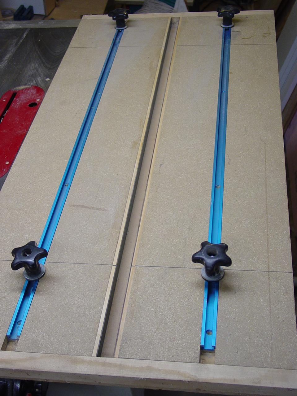 sealing seams in laminate tops-dsc00559.jpg