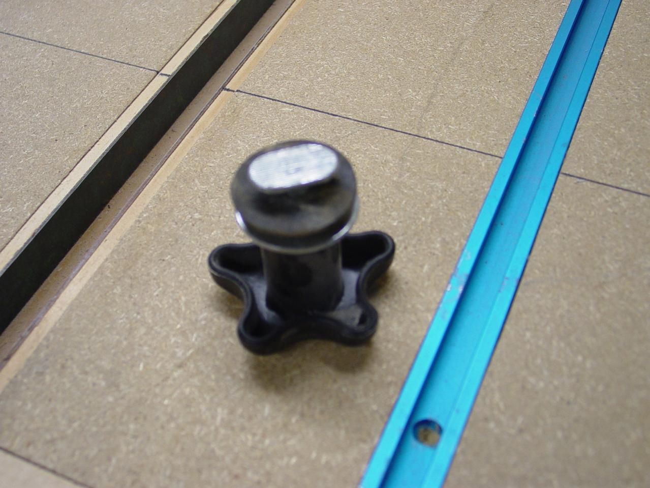 sealing seams in laminate tops-dsc00560.jpg