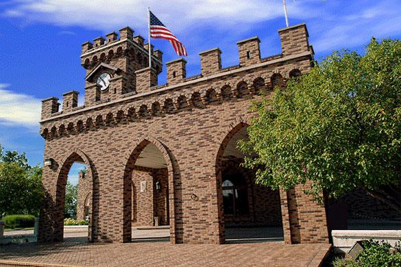13th c Castle-dscf0024-building-front-close-up.jpg
