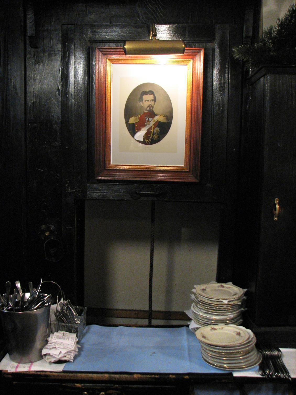 strange stuff in HO's homes-dumb_waiter_hundskugel.jpg