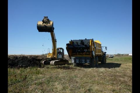Deere rock truck with spreader box-image-154104471.jpg