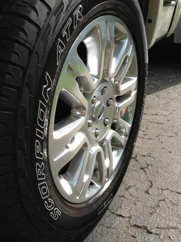 Cracks in tire sidewalls-image-2139338717.jpg