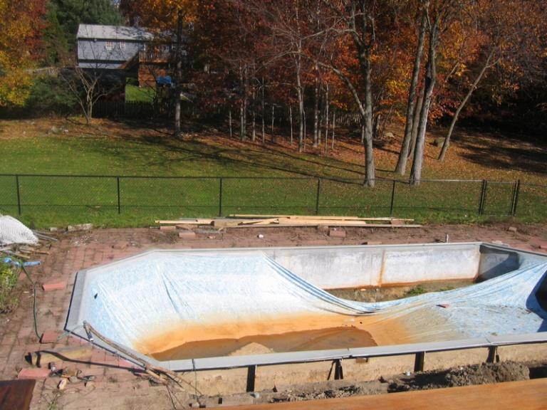 Leaking  Pool Liner-image-2700975821.jpg