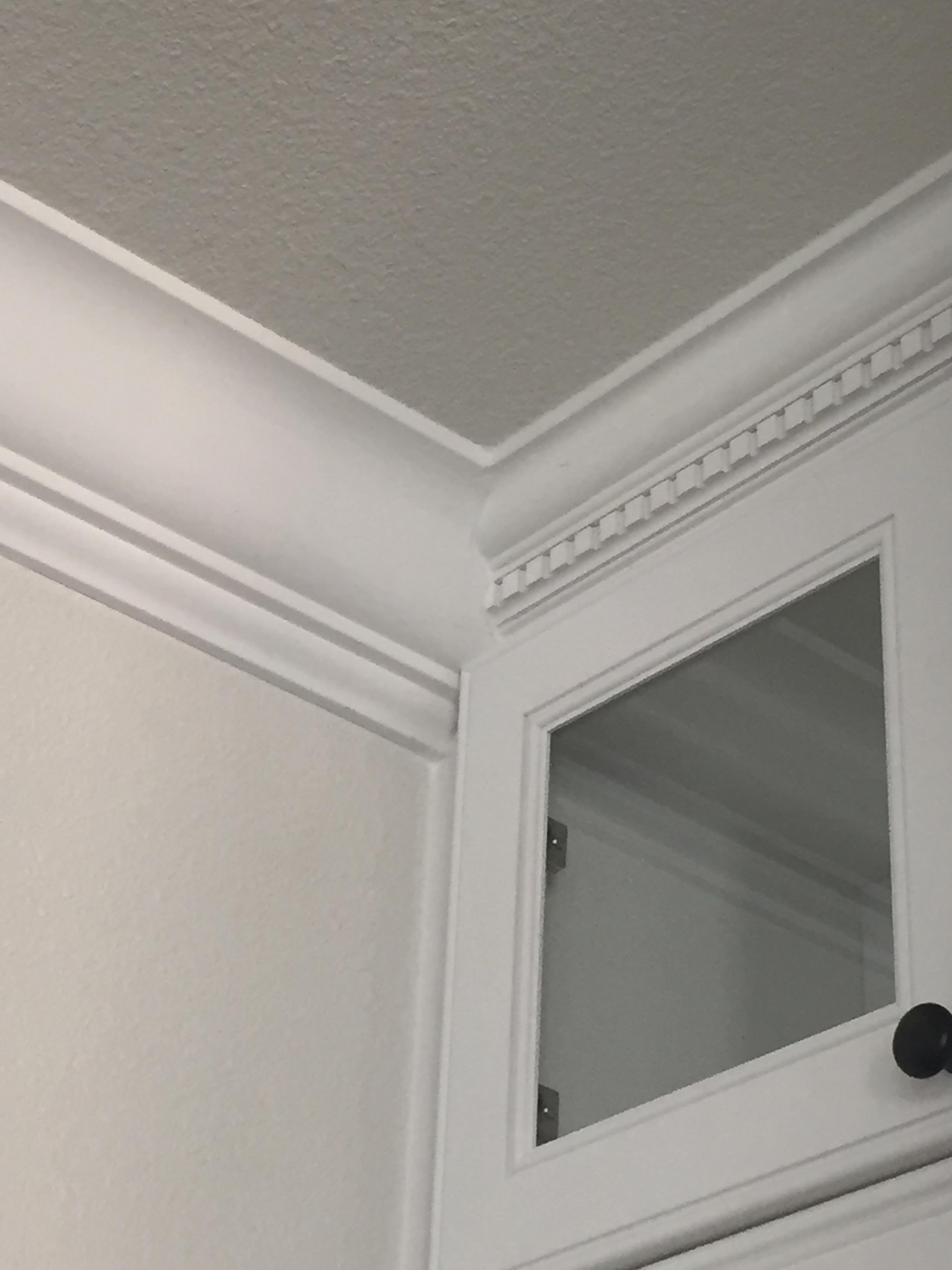 Joining 2 different crown moldings-image_1441998398154.jpg