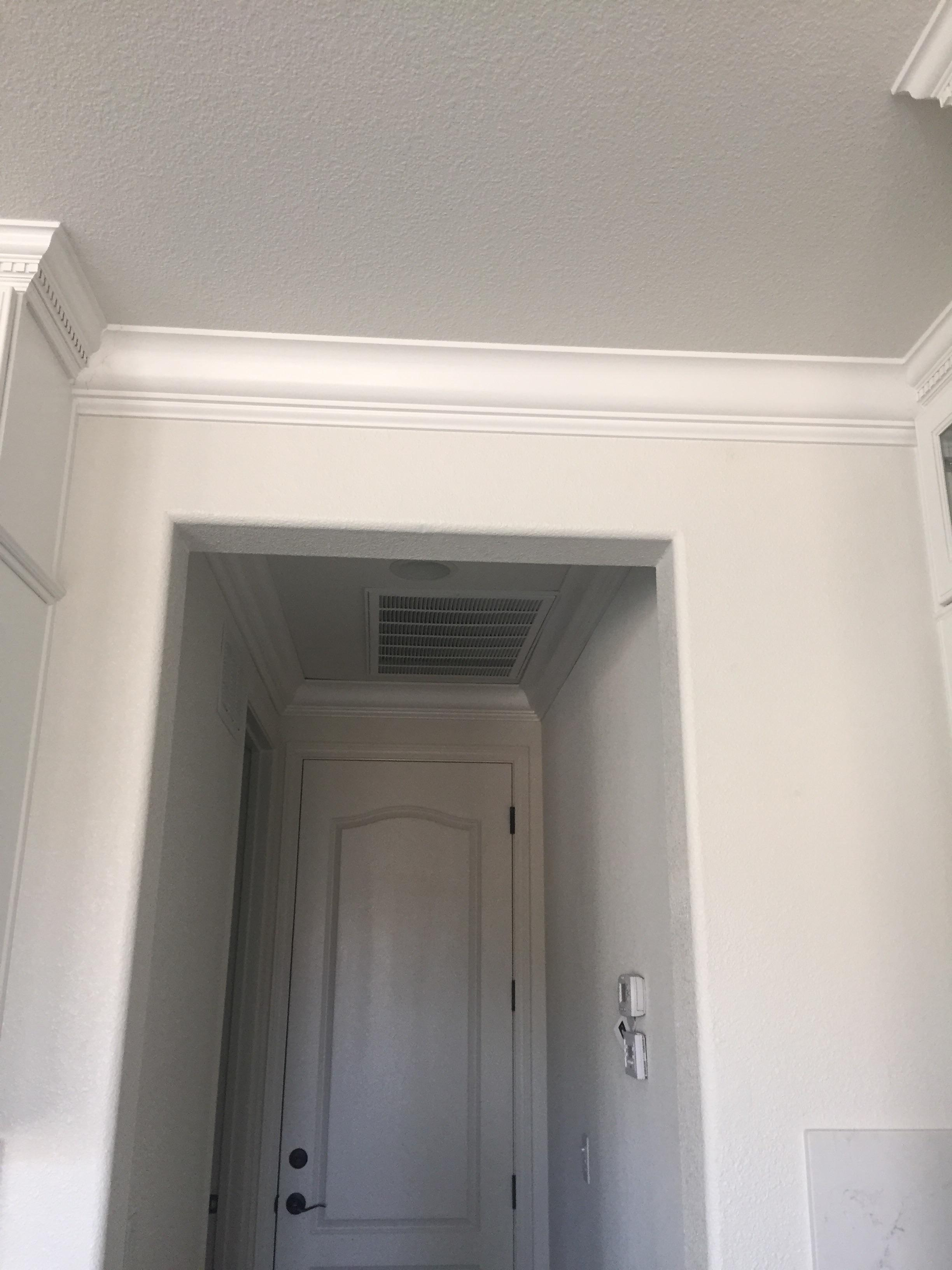 Joining 2 different crown moldings-image_1441998426305.jpg