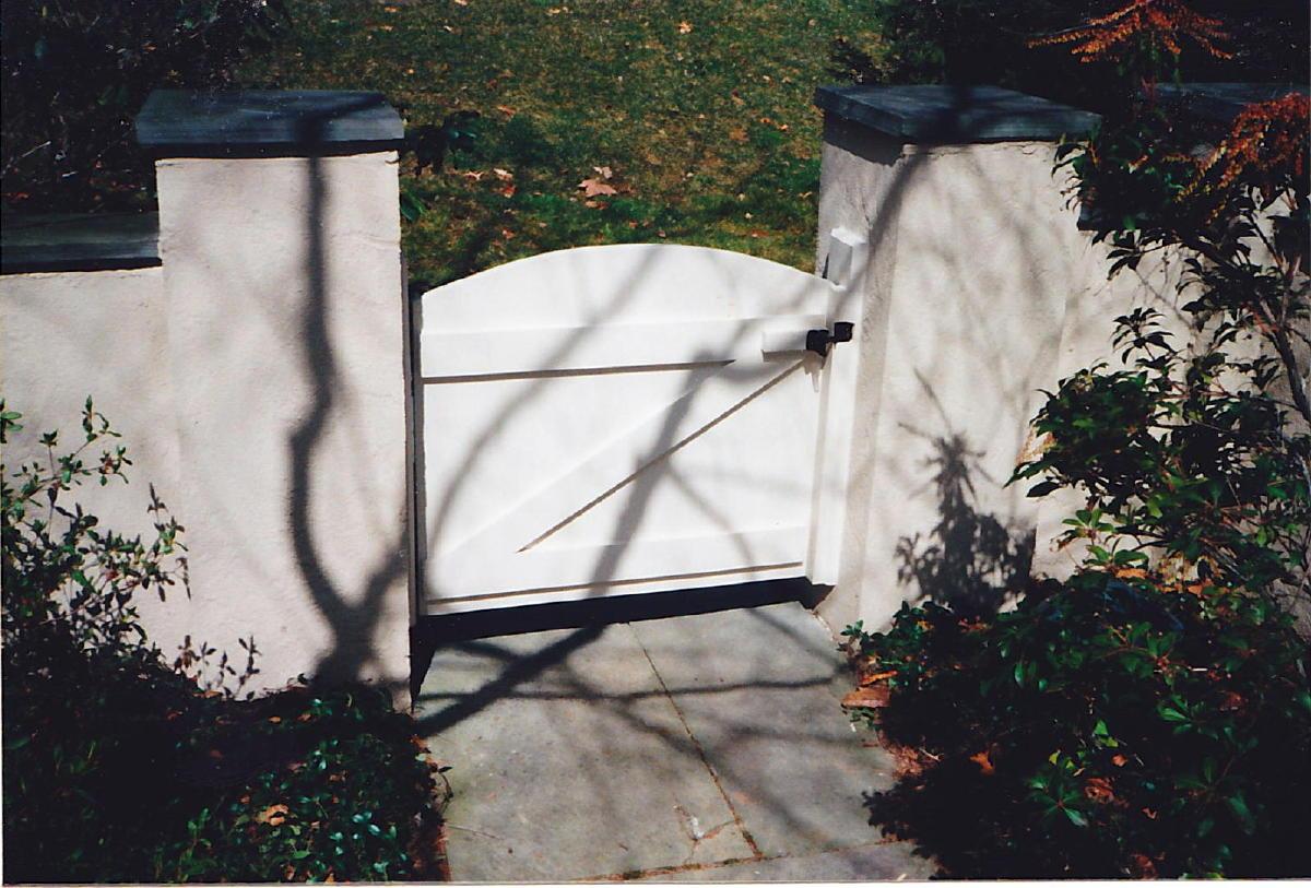 Gate vs stucco house-img_0004a.jpg