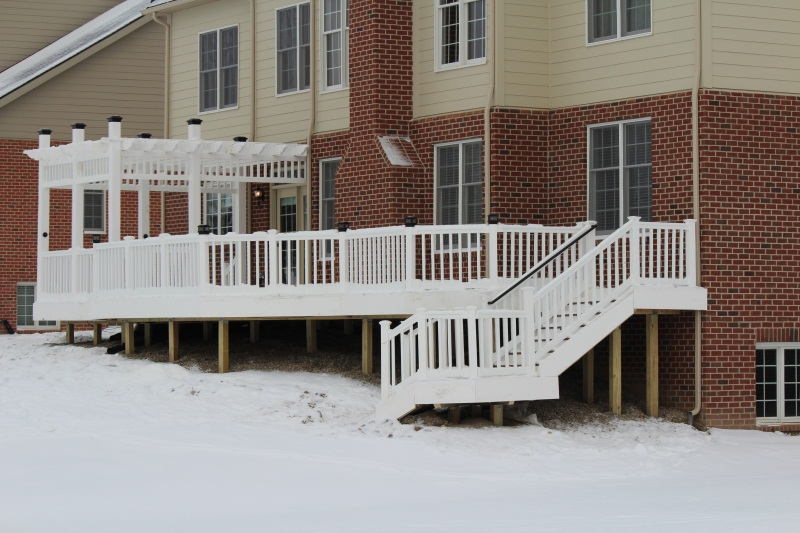 White Vinyl Rail and Trellis-img_0245.jpg