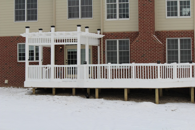 White Vinyl Rail and Trellis-img_0250.jpg