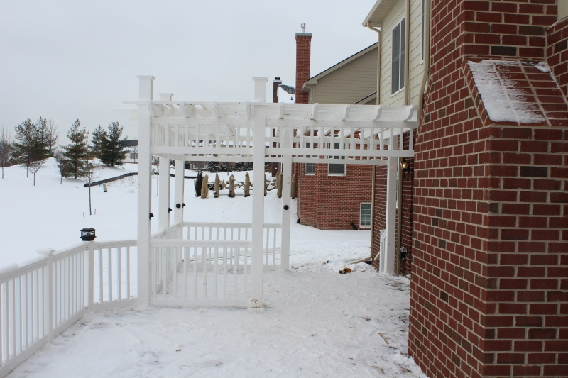 White Vinyl Rail and Trellis-img_0256.jpg