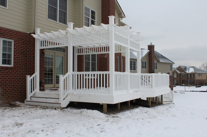 White Vinyl Rail and Trellis-img_0257.jpg