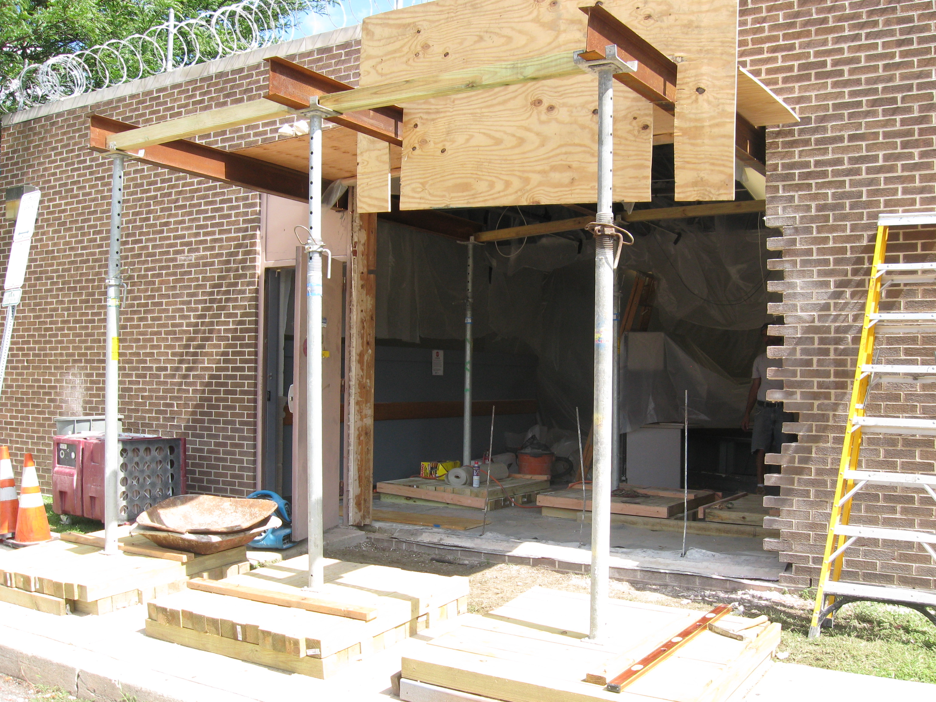larger opening in cmu wall-img_0604.jpg
