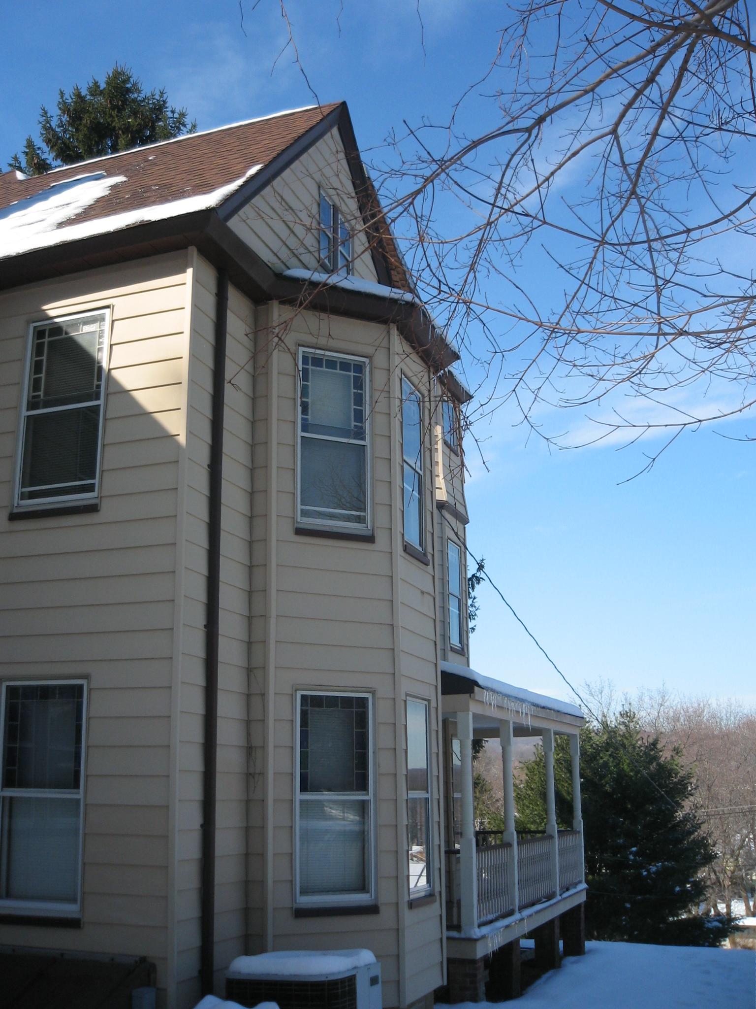 1860s house with vinyl-img_0648_1_1.jpg