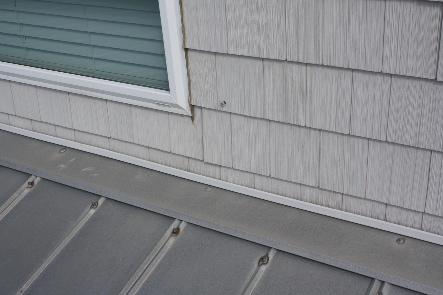 Screws in 5V tin roof at beach-img_2964.jpg