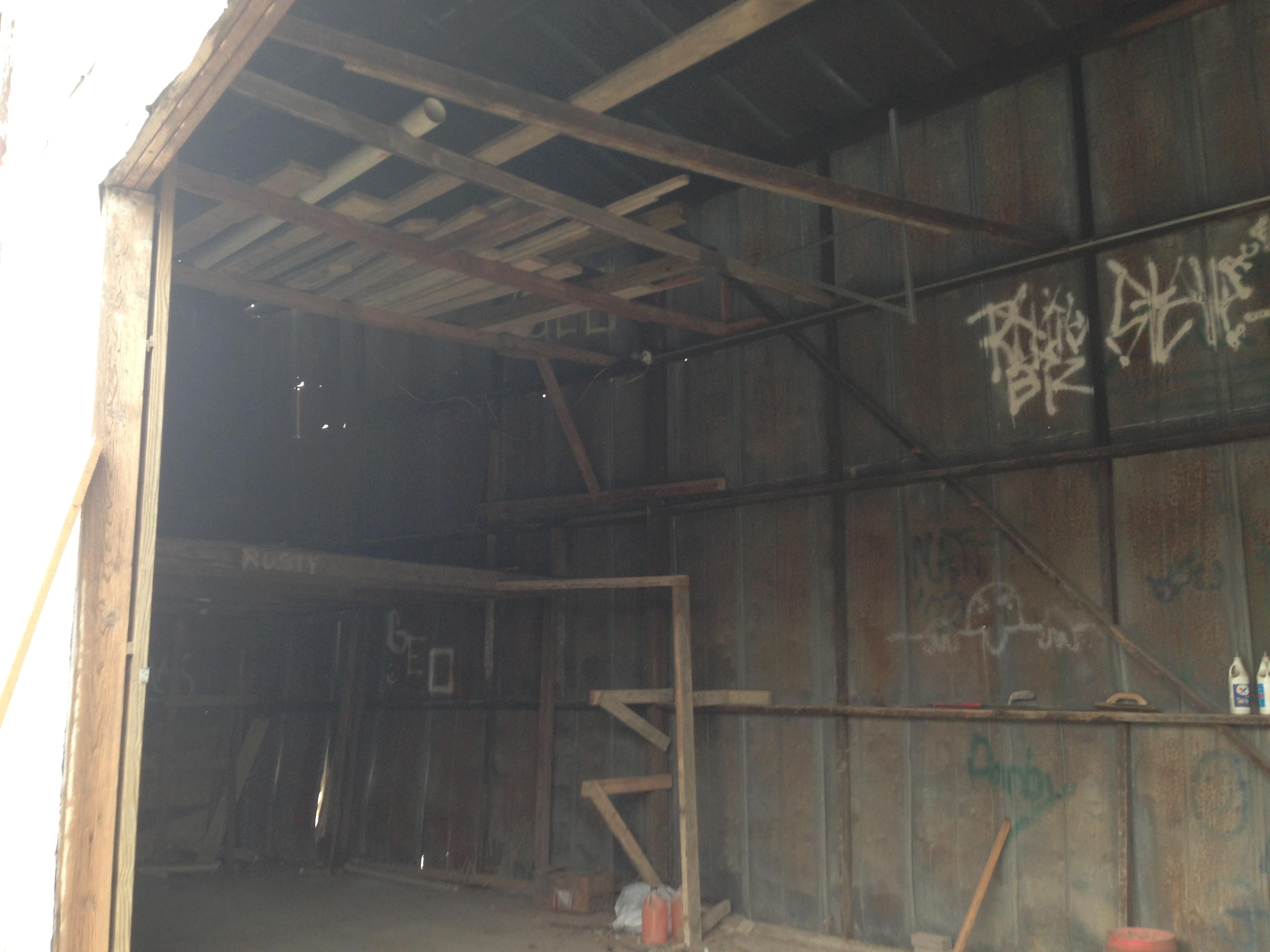 Really old garage-img_4074.jpg