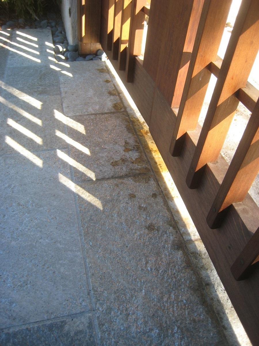Oil Based Stain Leaching On To Stonework-img_5131.jpg