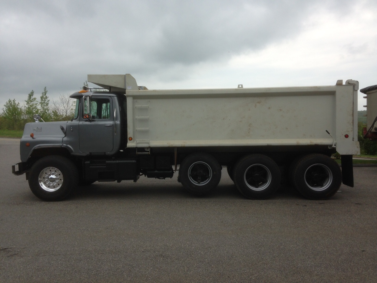 95 mack dm 688s project-img_6183.jpg