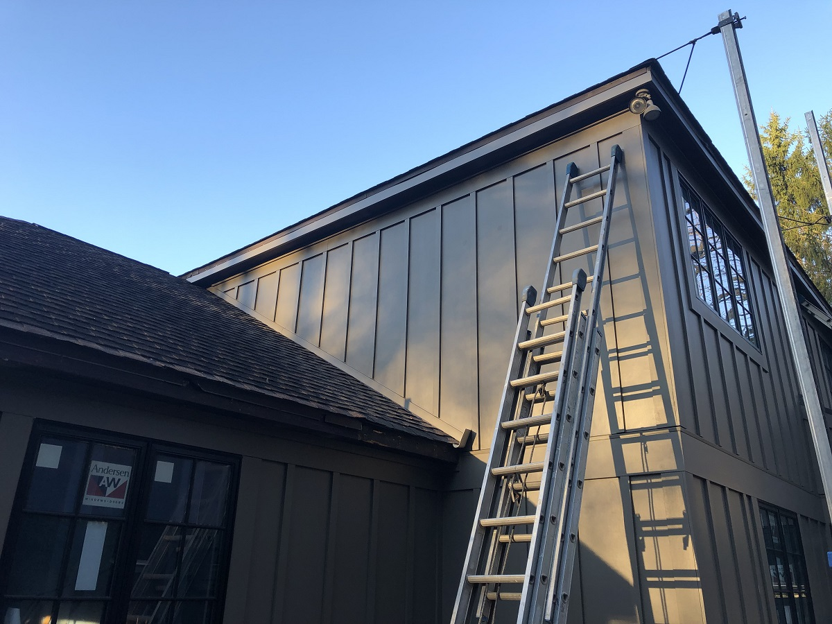 Roof-To-Wall Flashing Detail With Flat Siding-img_8525.jpg