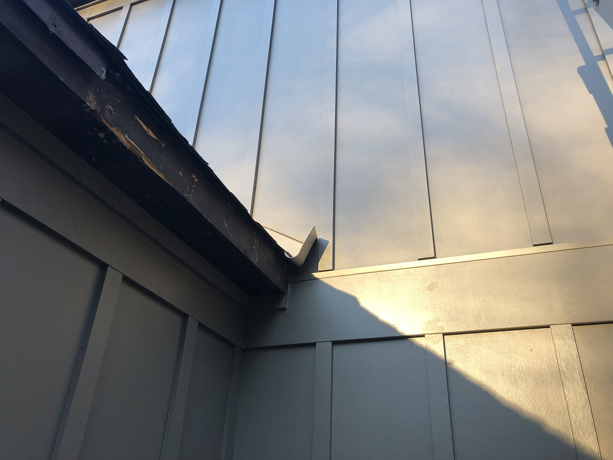 Roof-To-Wall Flashing Detail With Flat Siding-img_8526.jpg