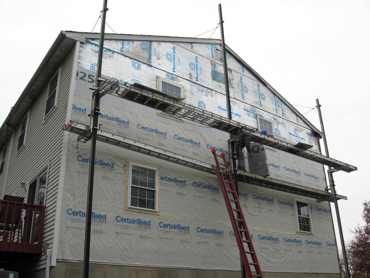 Scaffolding Set Up : Scaffolding vs pump jacks ladder tools
