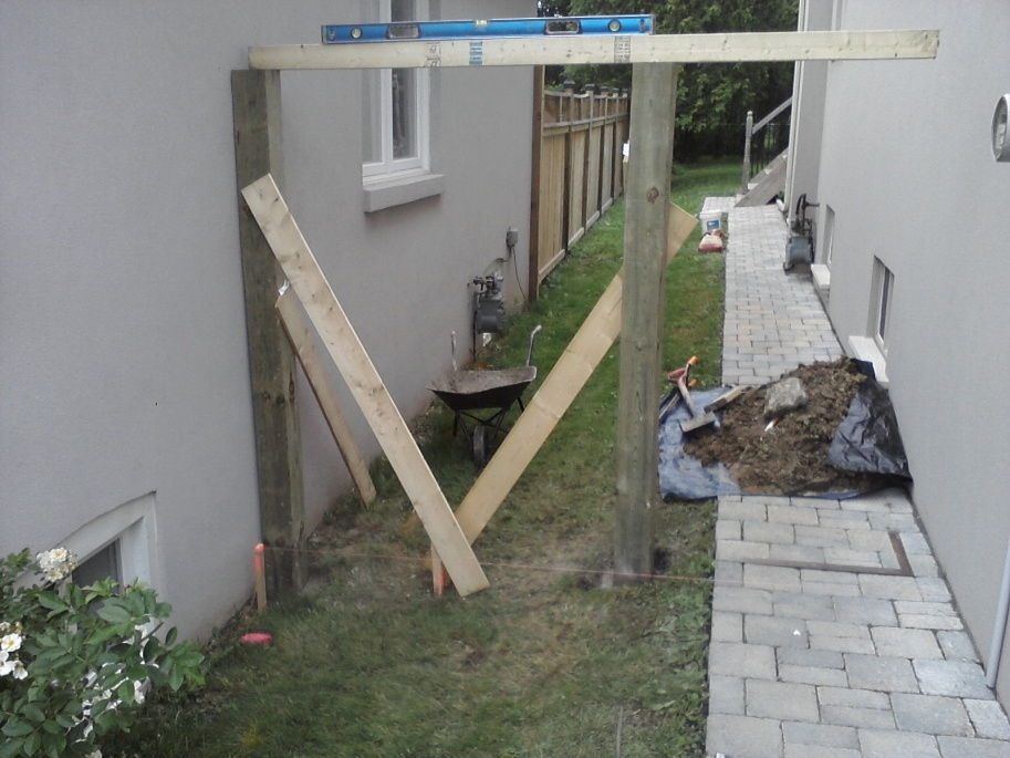 Gate vs stucco house-p09-06-12_14-33.jpg