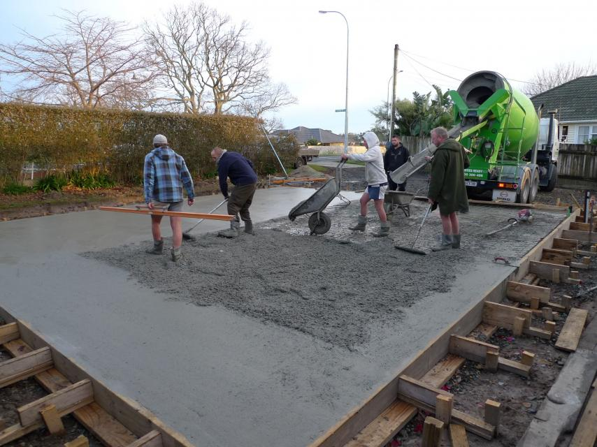 Footers-pour.jpg