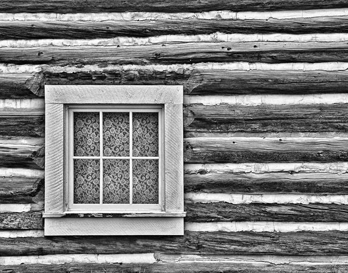 19569-post-rustic-outside-refined-inside