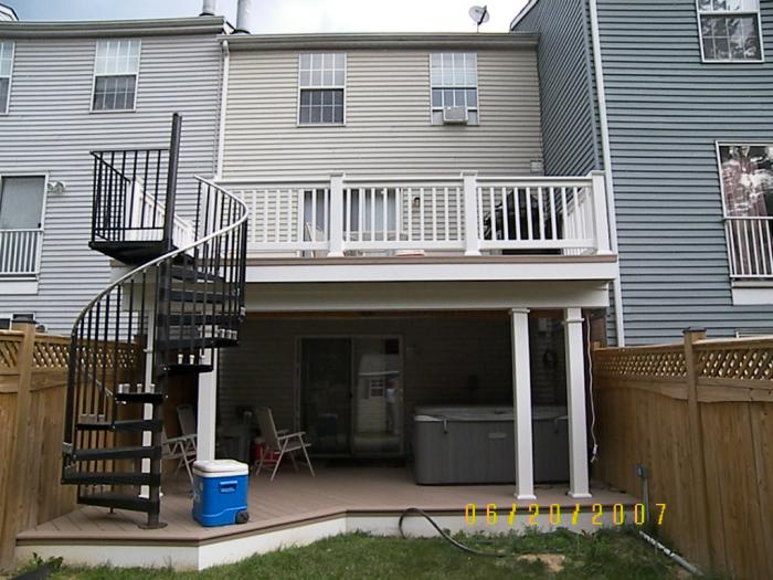 Townhouse decks pictures to pin on pinterest pinsdaddy for Townhouse deck privacy ideas